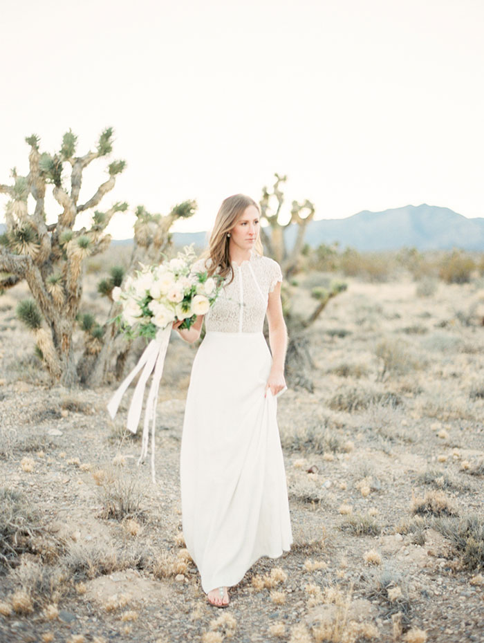 desert-anniversary-white-black-lace-organic-romantic-wedding-inspiration15