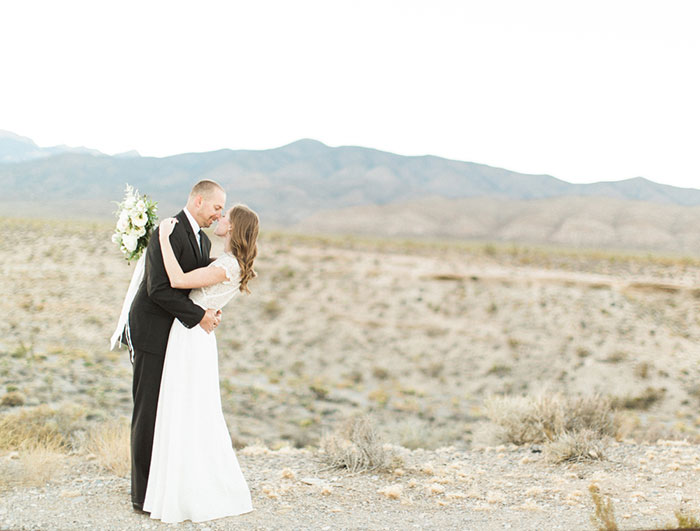 desert-anniversary-white-black-lace-organic-romantic-wedding-inspiration20