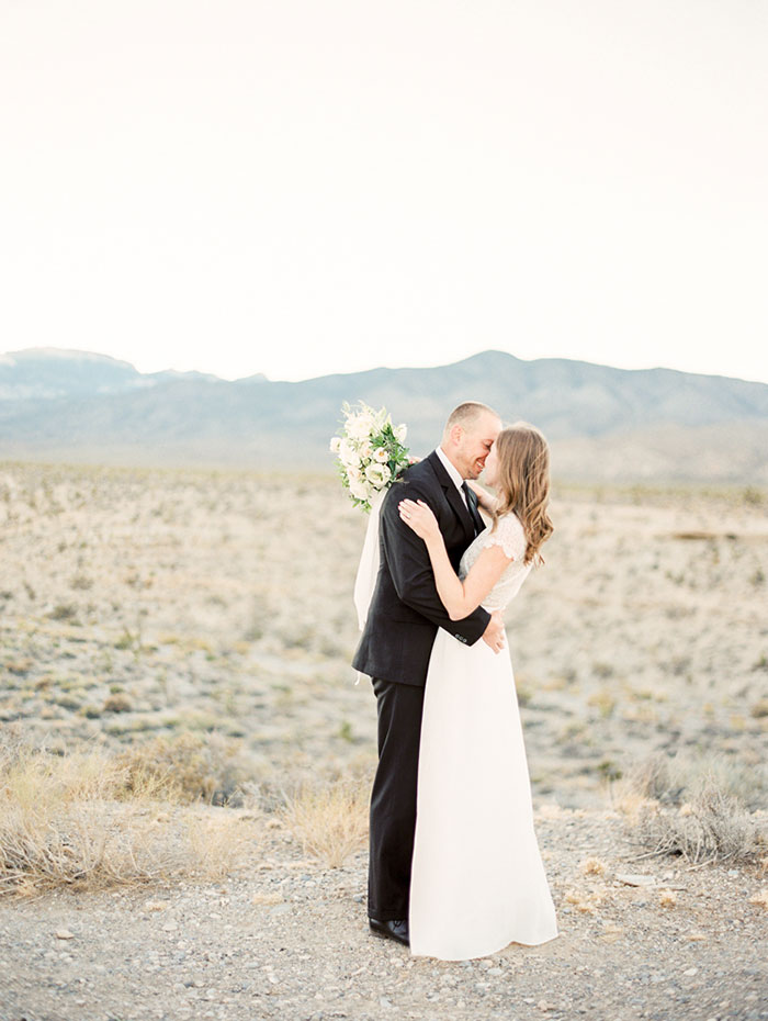 desert-anniversary-white-black-lace-organic-romantic-wedding-inspiration21