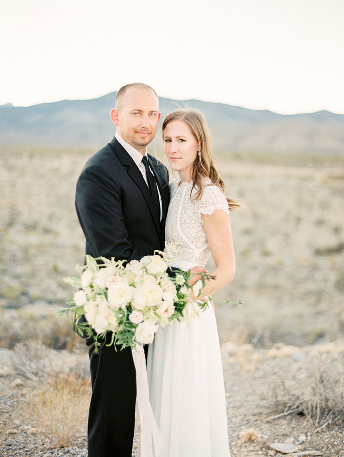 desert-anniversary-white-black-lace-organic-romantic-wedding-inspiration24