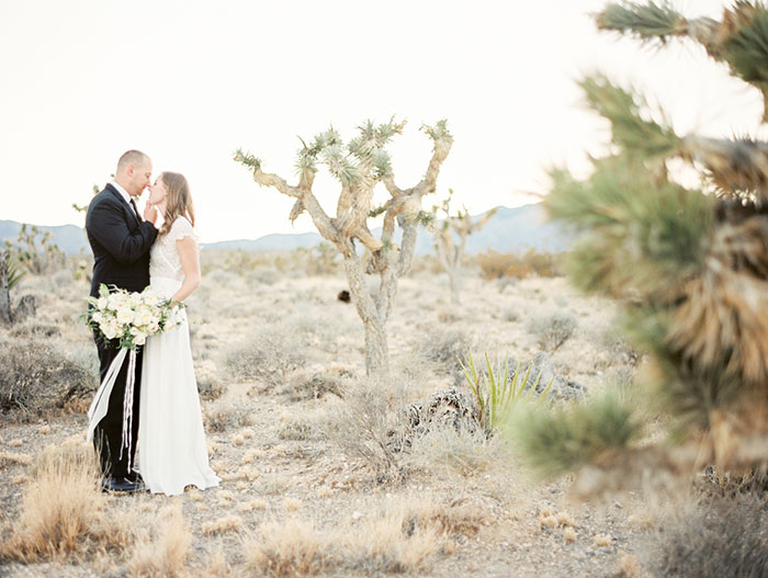 desert-anniversary-white-black-lace-organic-romantic-wedding-inspiration28