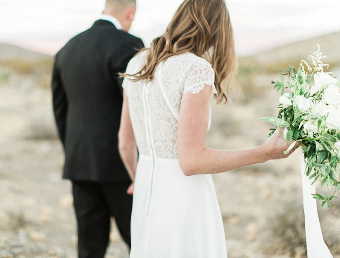 desert-anniversary-white-black-lace-organic-romantic-wedding-inspiration29