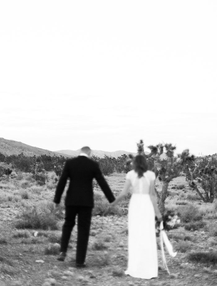 desert-anniversary-white-black-lace-organic-romantic-wedding-inspiration30