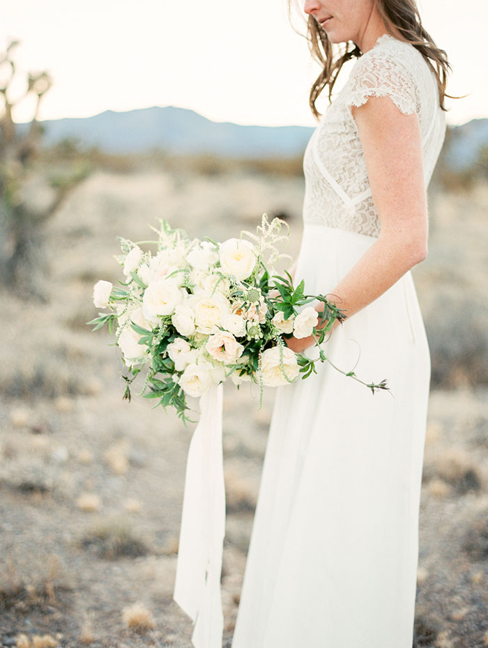 desert-anniversary-white-black-lace-organic-romantic-wedding-inspiration33