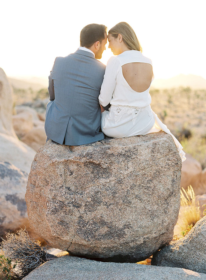 joshua-tree-desert-modern-boho-engagment-session05
