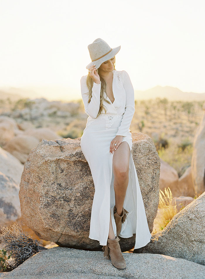 joshua-tree-desert-modern-boho-engagment-session10