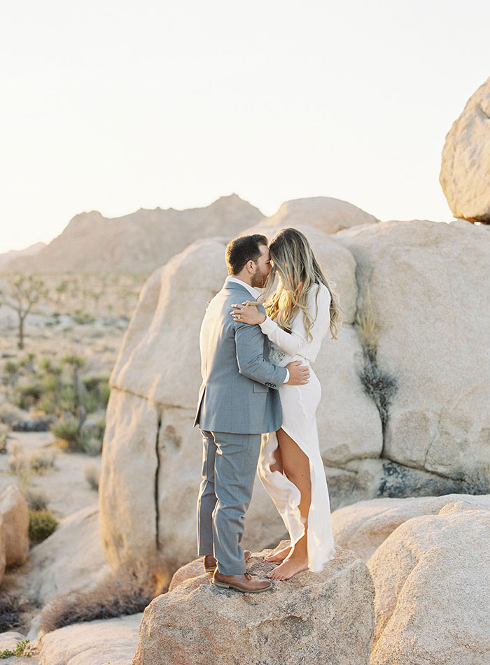 joshua-tree-desert-modern-boho-engagment-session14