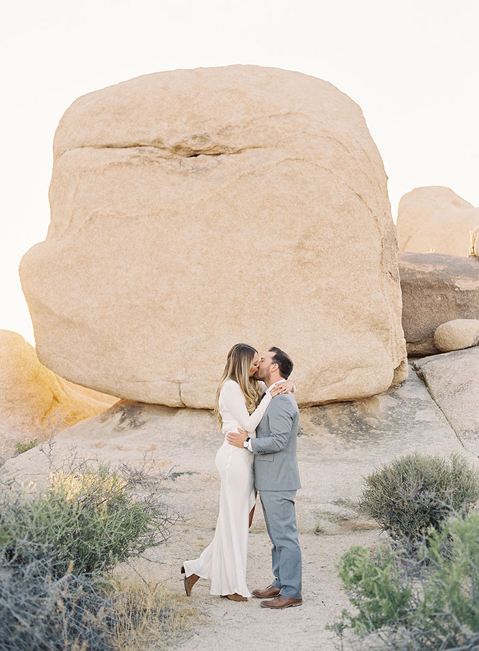joshua-tree-desert-modern-boho-engagment-session18