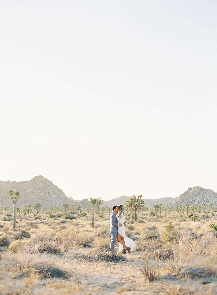 joshua-tree-desert-modern-boho-engagment-session24