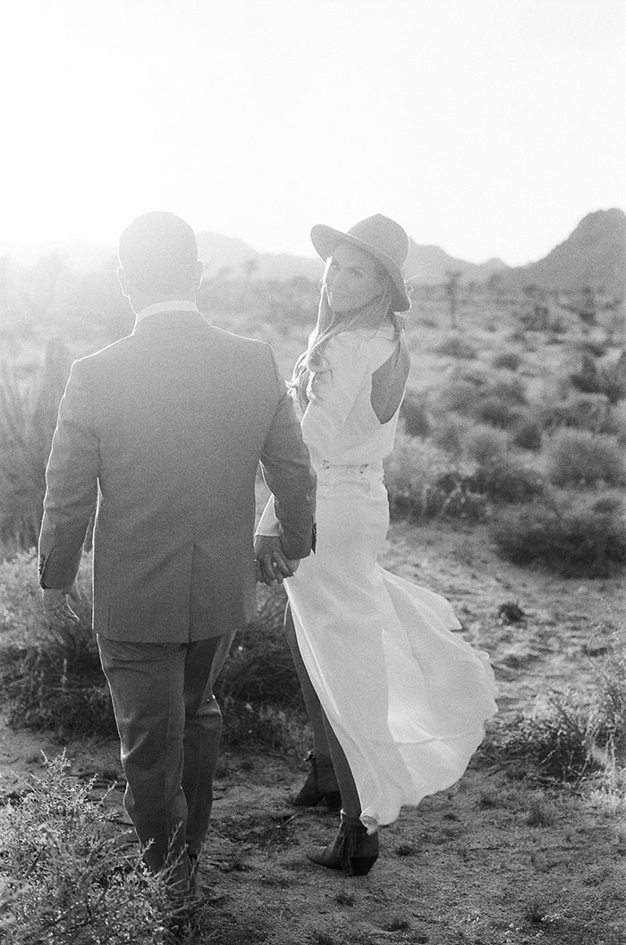 joshua-tree-desert-modern-boho-engagment-session28
