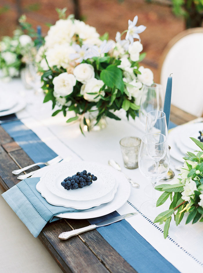 northern-california-blue-organic-linen-calligraphy-vineyard-inspiration-shoot18