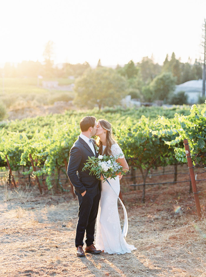 northern-california-blue-organic-linen-calligraphy-vineyard-inspiration-shoot23