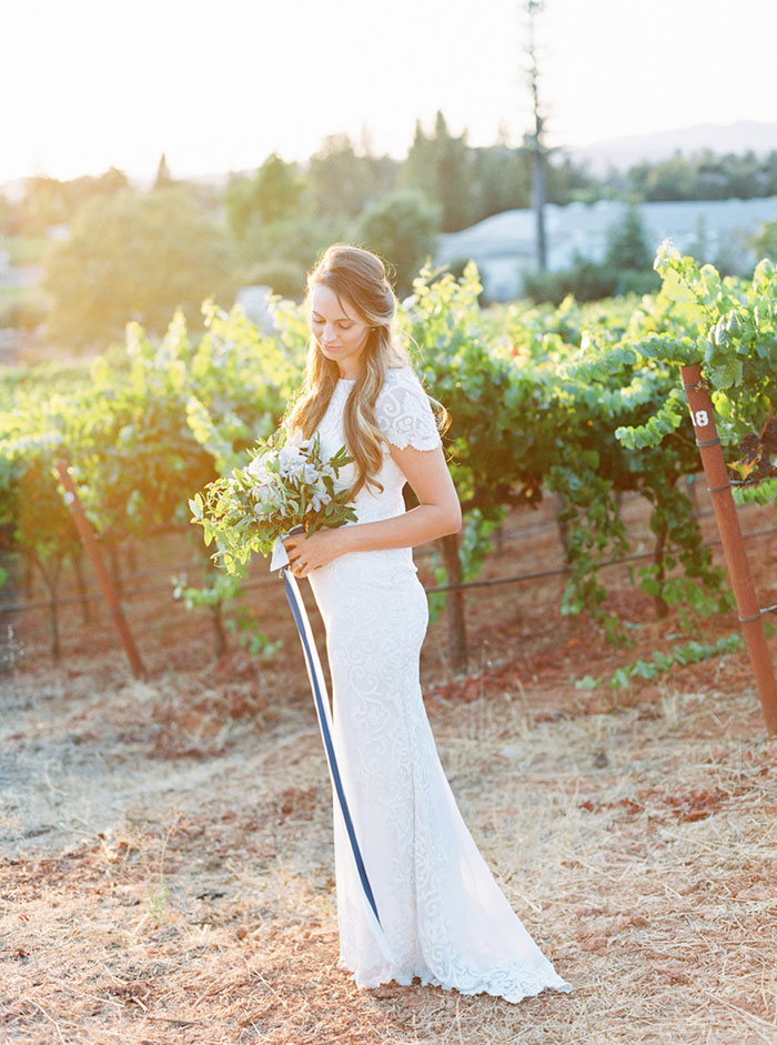 northern-california-blue-organic-linen-calligraphy-vineyard-inspiration-shoot29