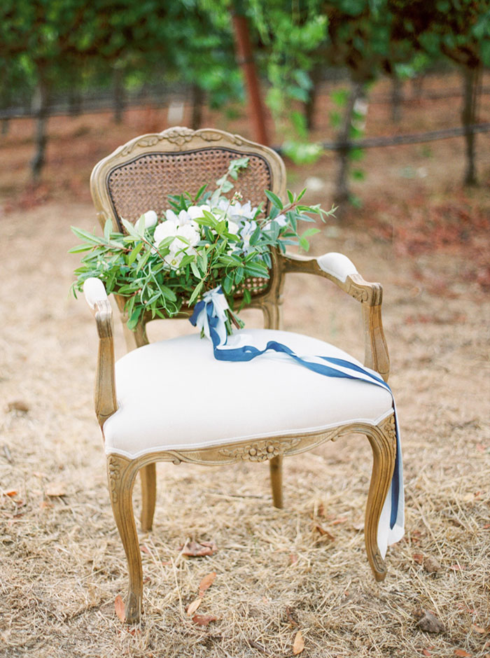 northern-california-blue-organic-linen-calligraphy-vineyard-inspiration-shoot36