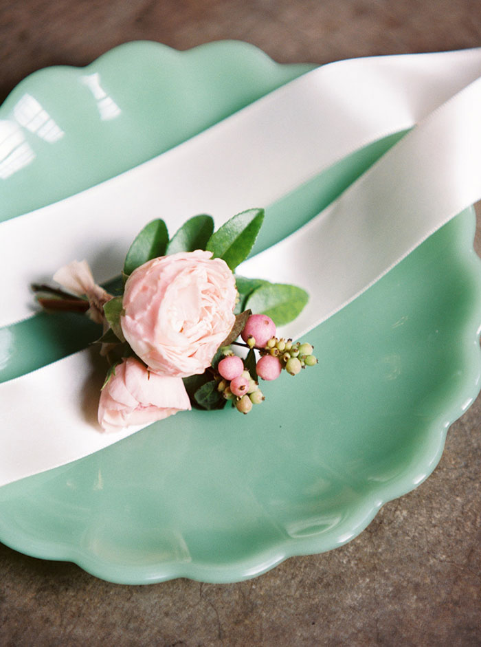 old-world-asian-jade-moody-romantic-vintage-wedding-inspiration36