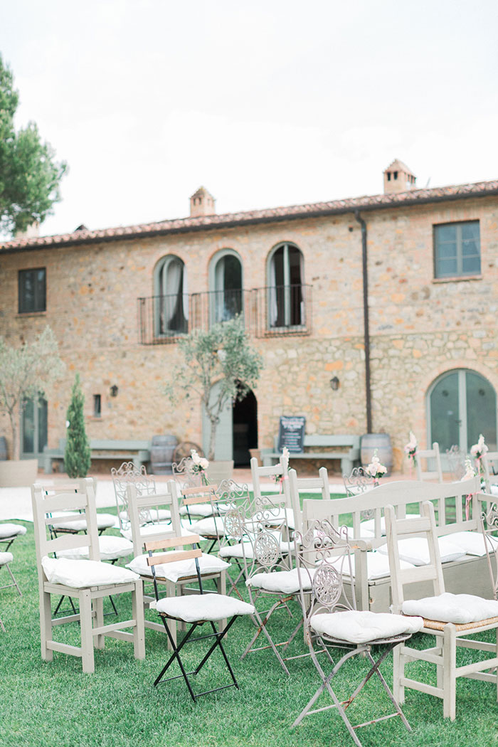 conti-san-bonifacio-tuscany-destination-coral-pink-magenta-wedding-inspiration23