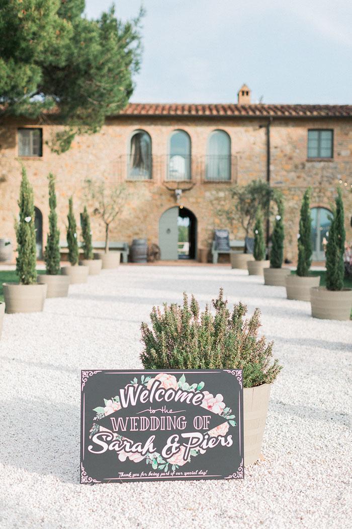 conti-san-bonifacio-tuscany-destination-coral-pink-magenta-wedding-inspiration51