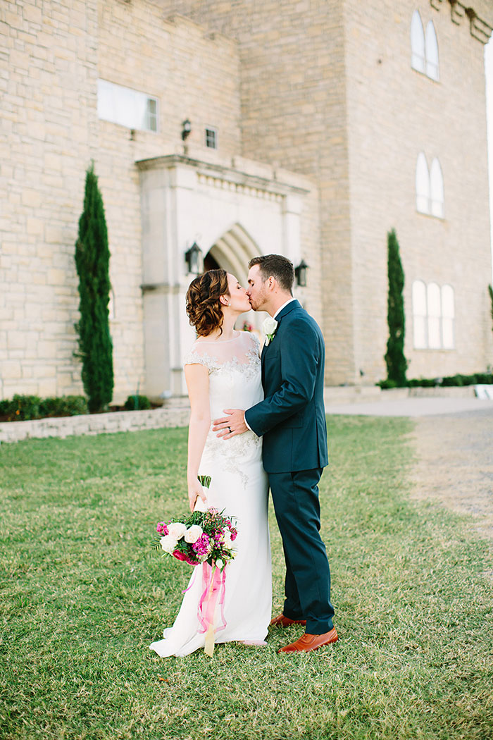 castle-at-rock-wall-pink-red-lilac-rose-wedding-inspiration30
