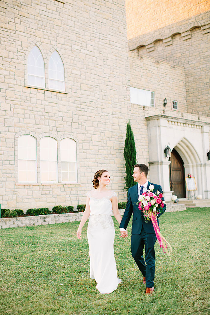 castle-at-rock-wall-pink-red-lilac-rose-wedding-inspiration31