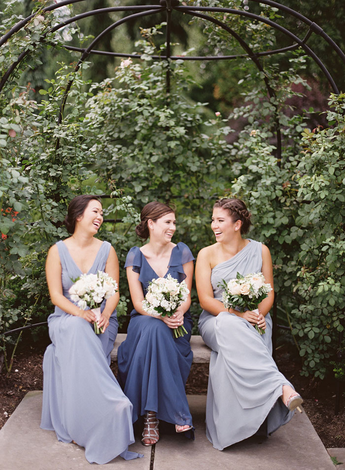 cleveland-botanical-gardens-white-classic-blue-floral-wedding-inspiratoin13