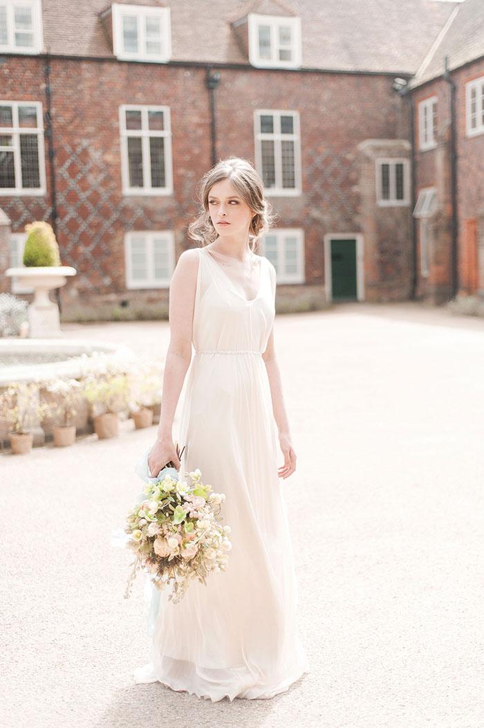 flourish-fragile-elegant-organic-romatic-dusty-blue-european-wedding-inspiration-shoot07