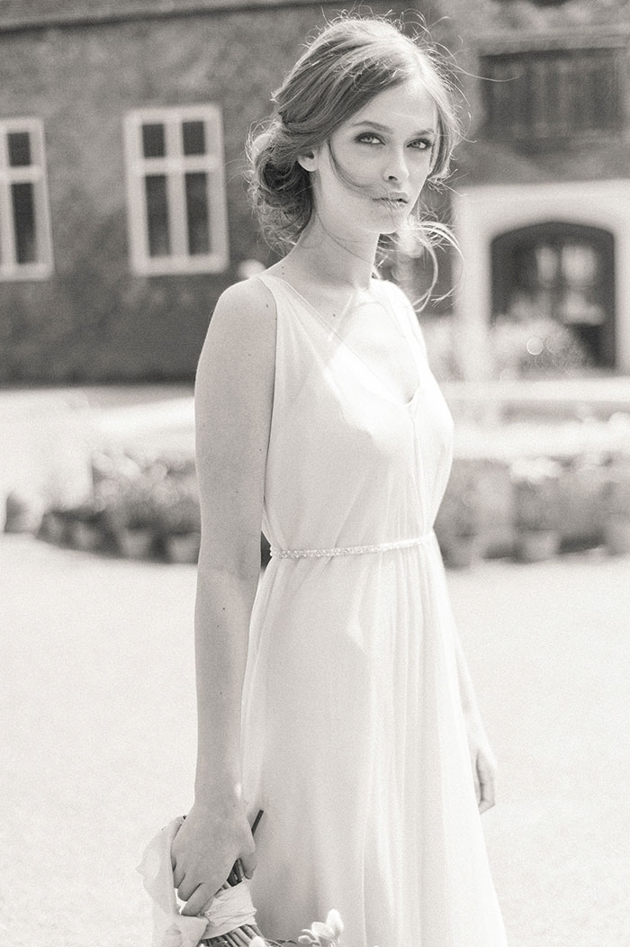 flourish-fragile-elegant-organic-romatic-dusty-blue-european-wedding-inspiration-shoot08