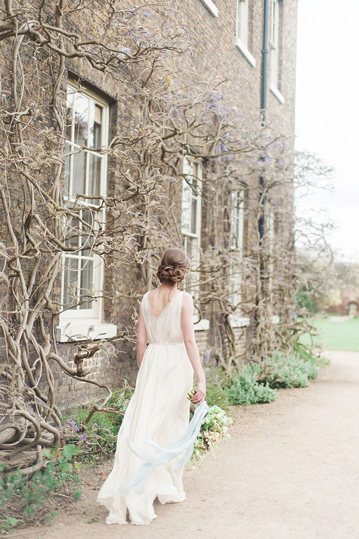 flourish-fragile-elegant-organic-romatic-dusty-blue-european-wedding-inspiration-shoot10