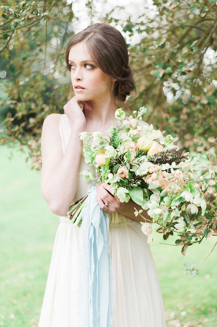 flourish-fragile-elegant-organic-romatic-dusty-blue-european-wedding-inspiration-shoot13