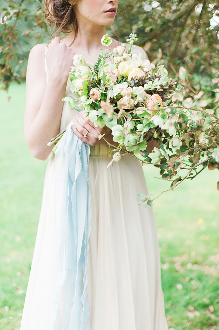 flourish-fragile-elegant-organic-romatic-dusty-blue-european-wedding-inspiration-shoot14