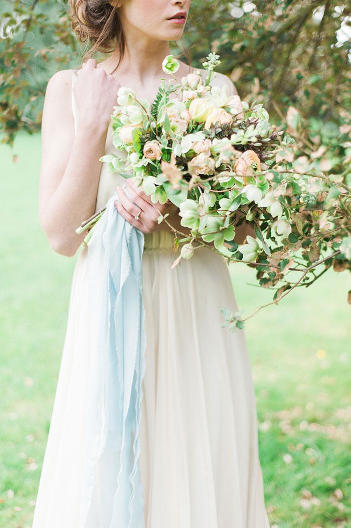 flourish-fragile-elegant-organic-romatic-dusty-blue-european-wedding-inspiration-shoot14