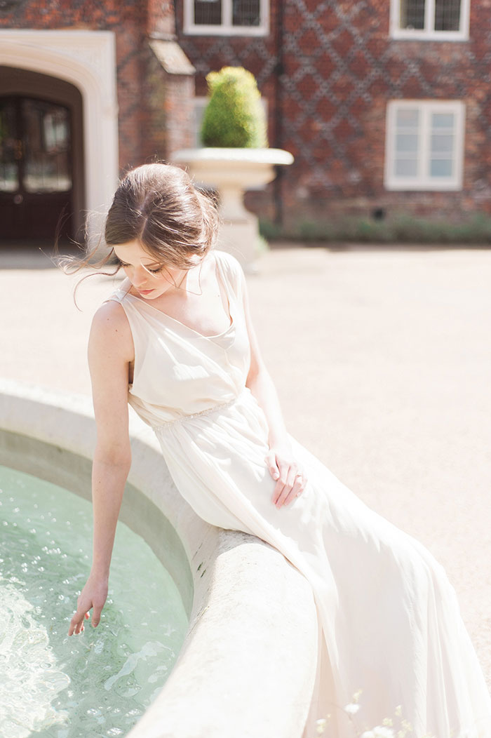 flourish-fragile-elegant-organic-romatic-dusty-blue-european-wedding-inspiration-shoot16