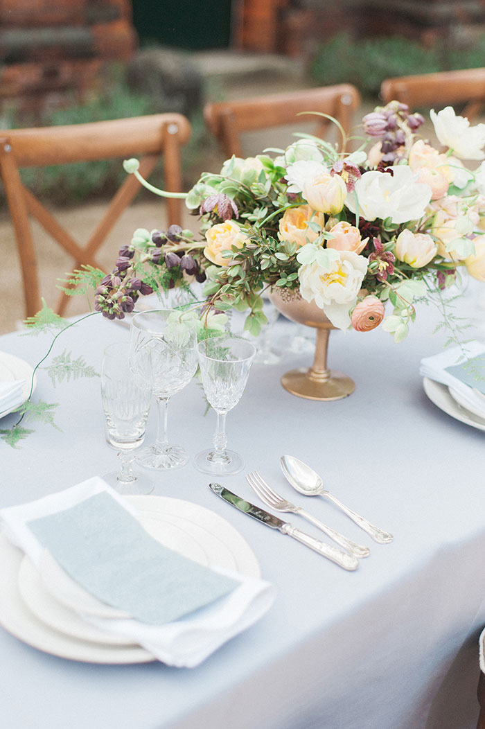 flourish-fragile-elegant-organic-romatic-dusty-blue-european-wedding-inspiration-shoot25