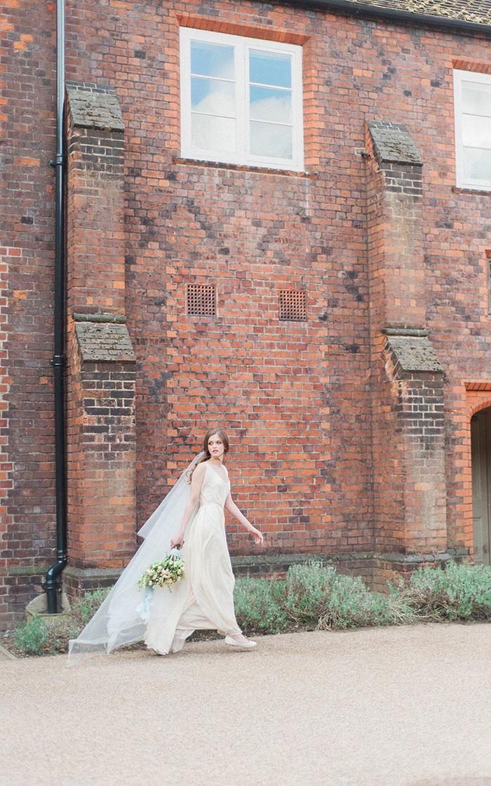 flourish-fragile-elegant-organic-romatic-dusty-blue-european-wedding-inspiration-shoot30