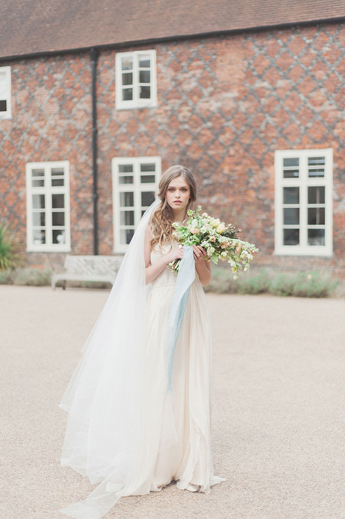 flourish-fragile-elegant-organic-romatic-dusty-blue-european-wedding-inspiration-shoot32