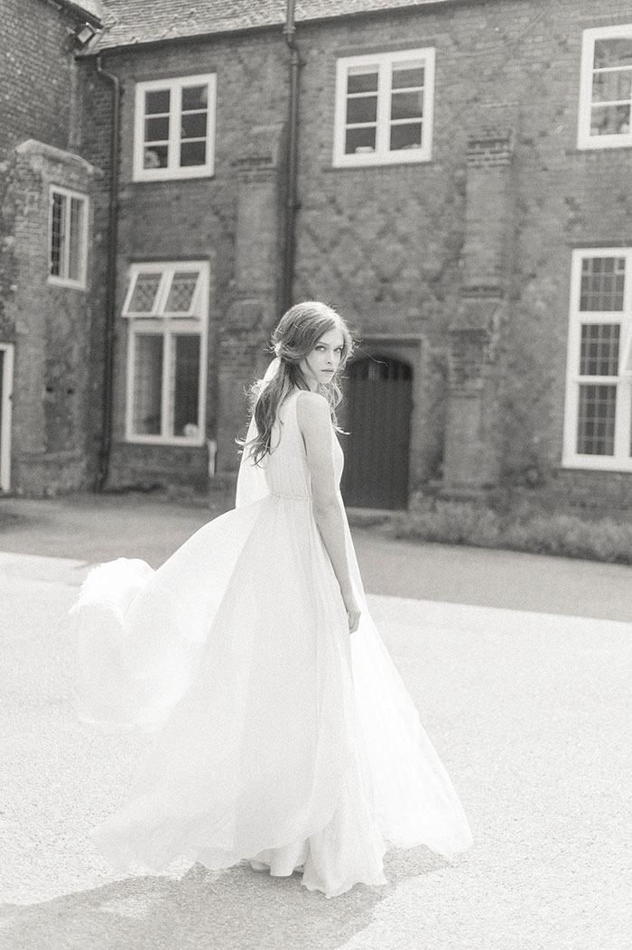 flourish-fragile-elegant-organic-romatic-dusty-blue-european-wedding-inspiration-shoot34