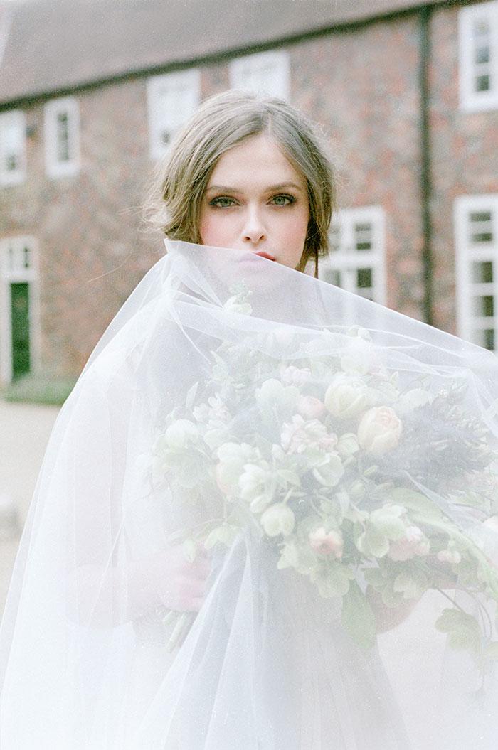 flourish-fragile-elegant-organic-romatic-dusty-blue-european-wedding-inspiration-shoot37