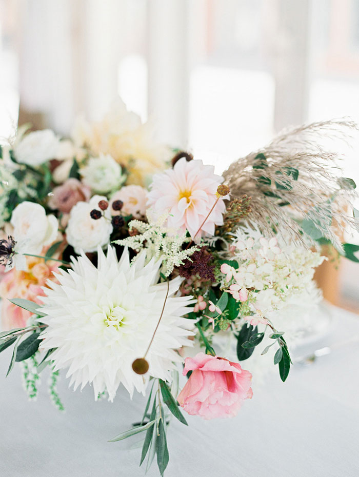 fresh-timeless-bright-airy-dahliah-wedding-inspiration-shoot12