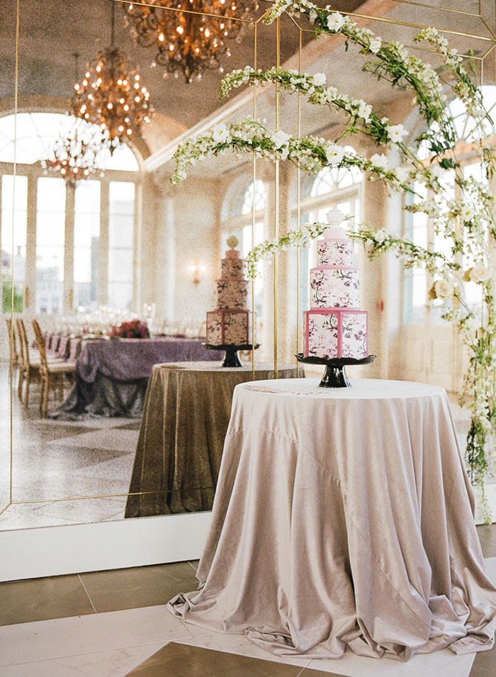 glam-new-orleans-lilac-magenta-pink-floral-dramatic-wedding-inspiration27