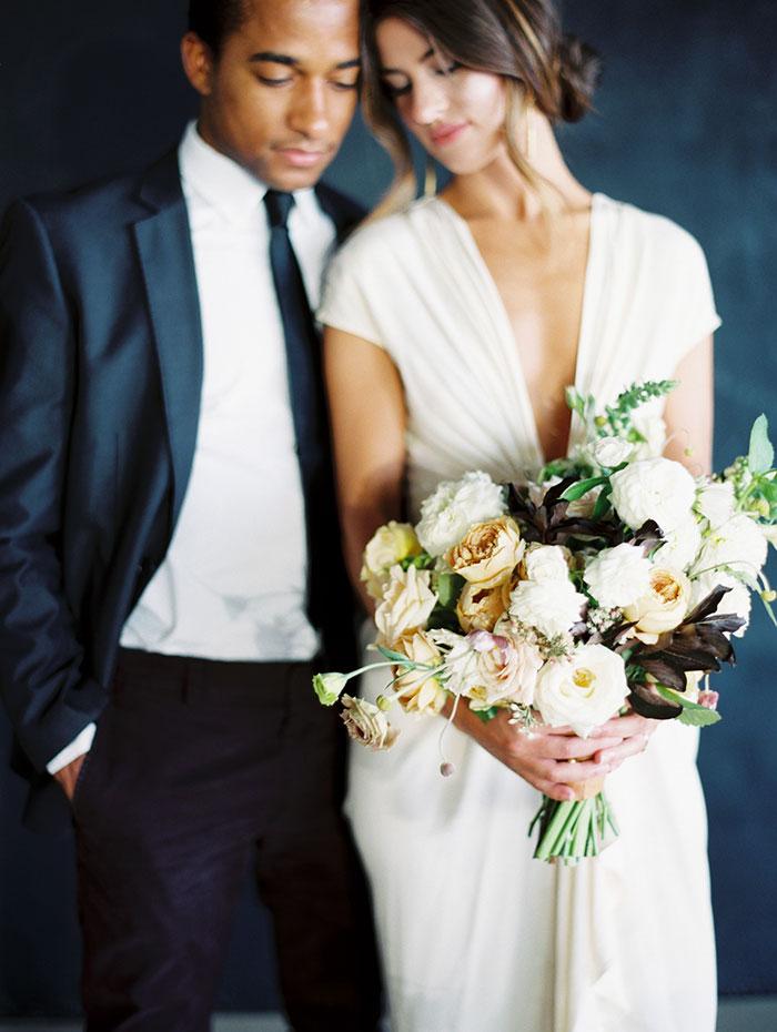 modern-ocher-lush-moody-floral-wedding-inspiration02