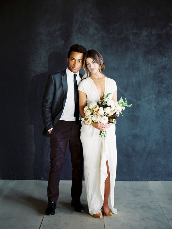 modern-ocher-lush-moody-floral-wedding-inspiration03