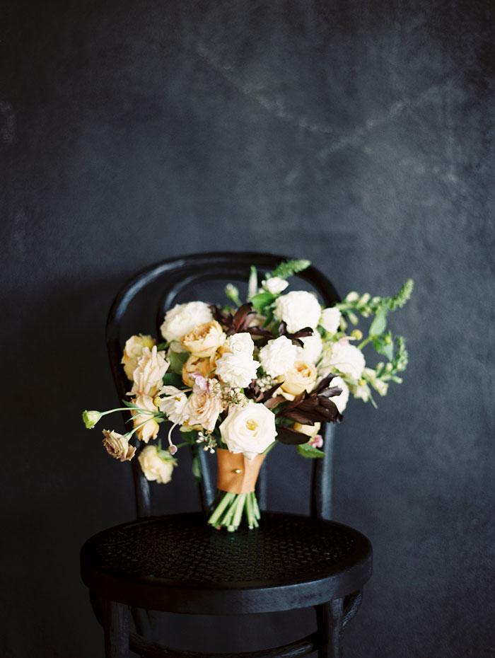 modern-ocher-lush-moody-floral-wedding-inspiration10