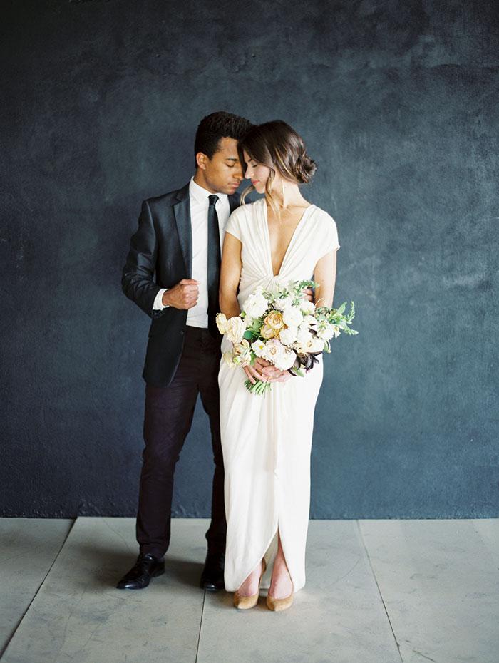 modern-ocher-lush-moody-floral-wedding-inspiration14
