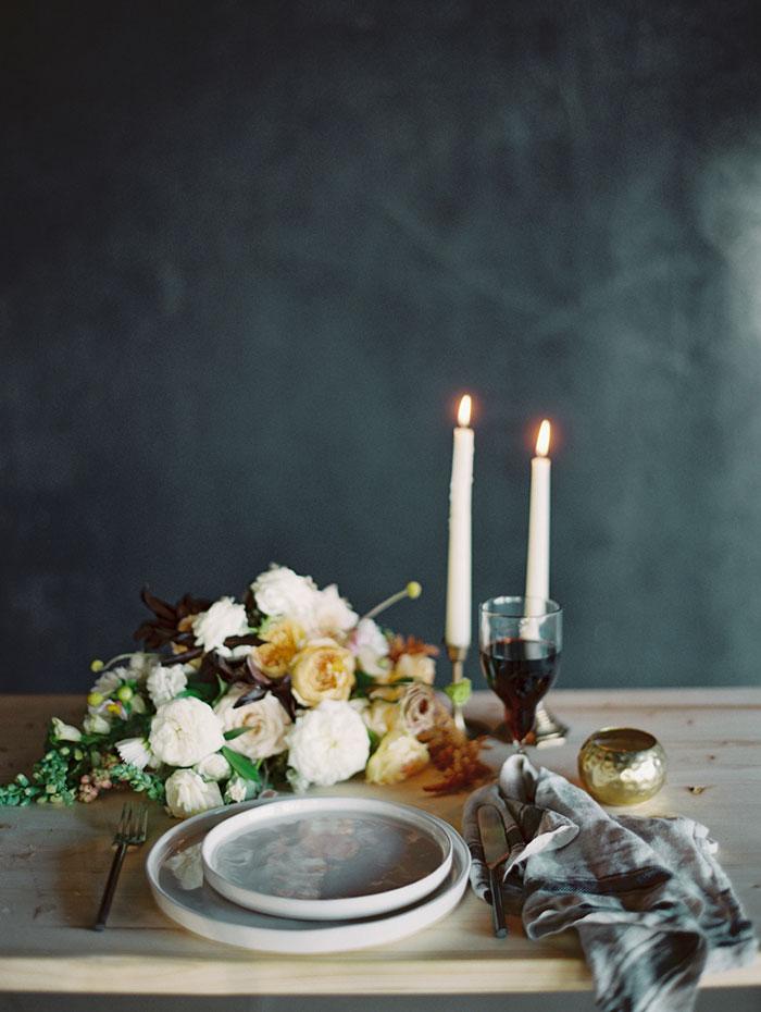 modern-ocher-lush-moody-floral-wedding-inspiration18