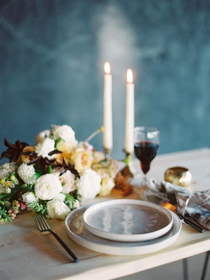modern-ocher-lush-moody-floral-wedding-inspiration19