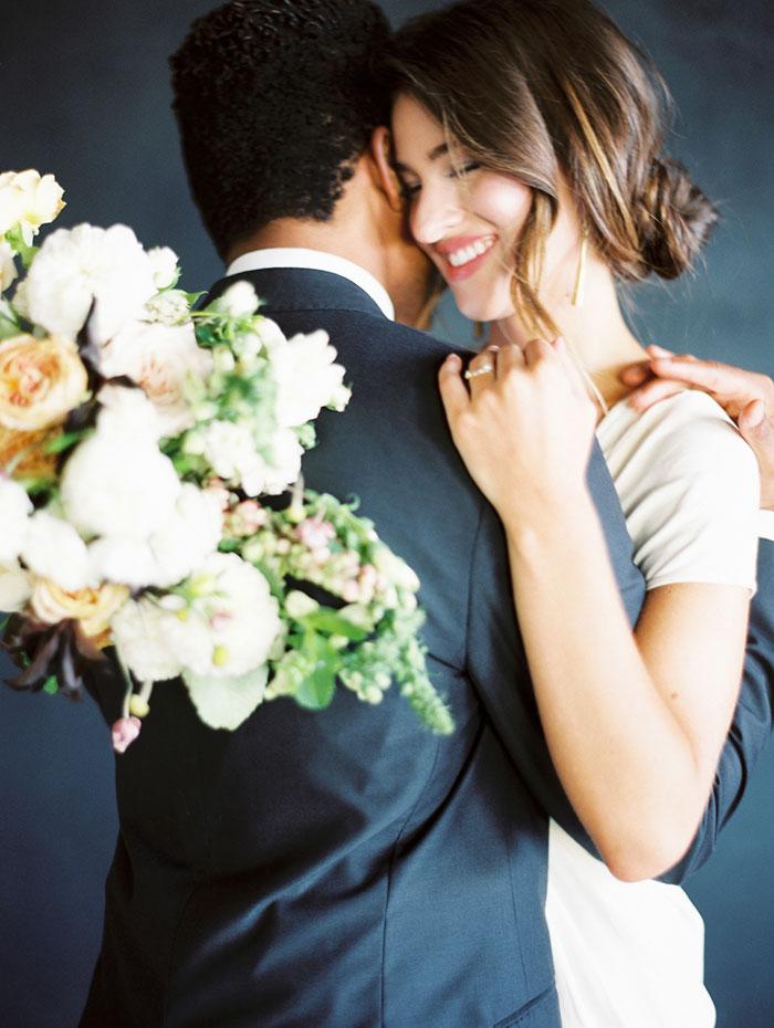 modern-ocher-lush-moody-floral-wedding-inspiration29