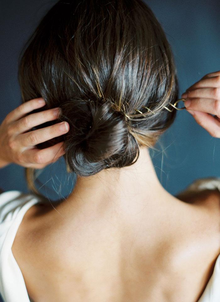 modern-ocher-lush-moody-floral-wedding-inspiration30
