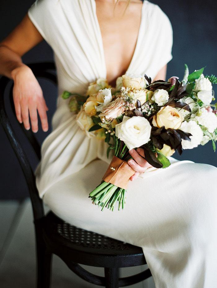 modern-ocher-lush-moody-floral-wedding-inspiration32