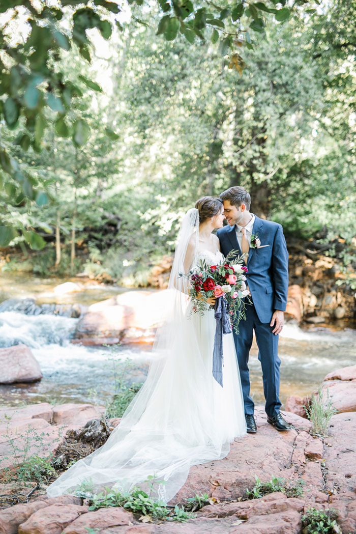 sedona-arizona-pink-blue-red-classic-red-rock-wedding-inspiration16