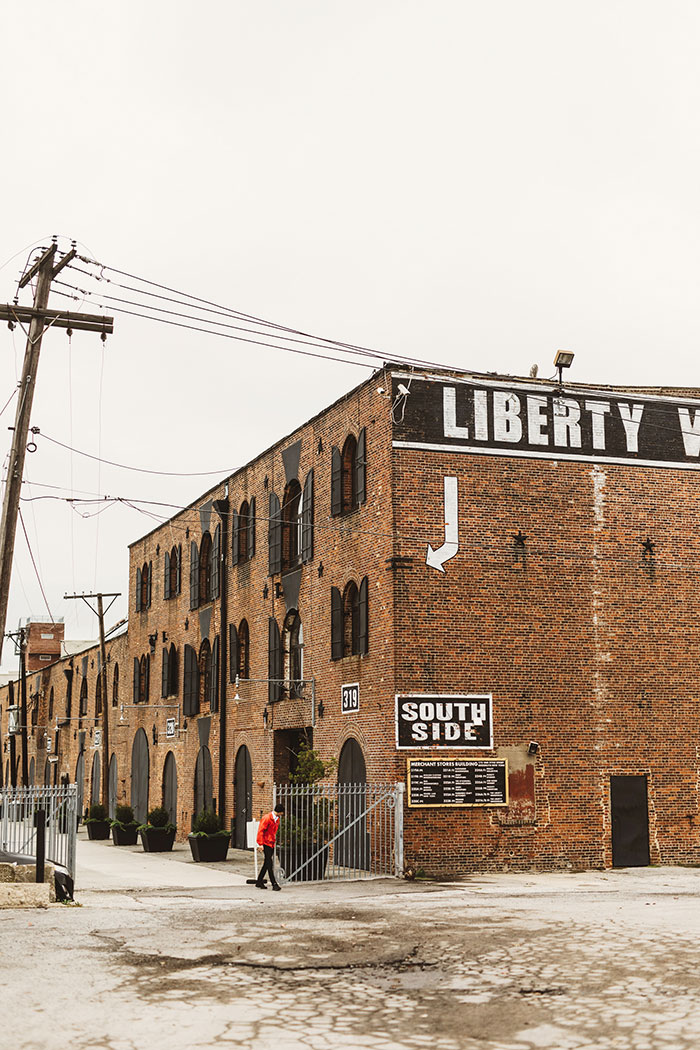 the-liberty-warehouse-new-york-industrial-romantic-moody-wedding-inspiration00
