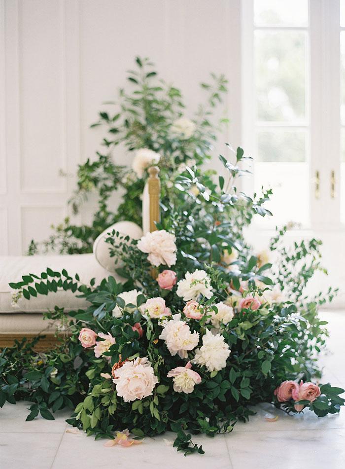 Bella belle old world inspiration best wedding blog for Bella flora chaise lounge